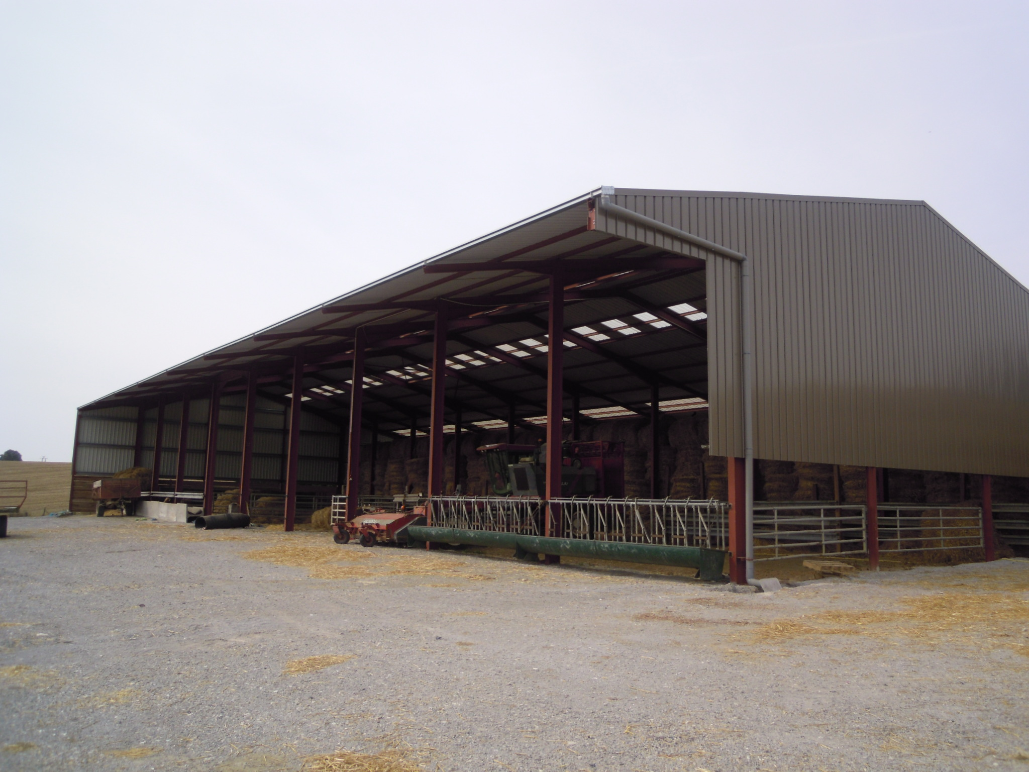 Bâtiment de stockage et d'élevage (02)
