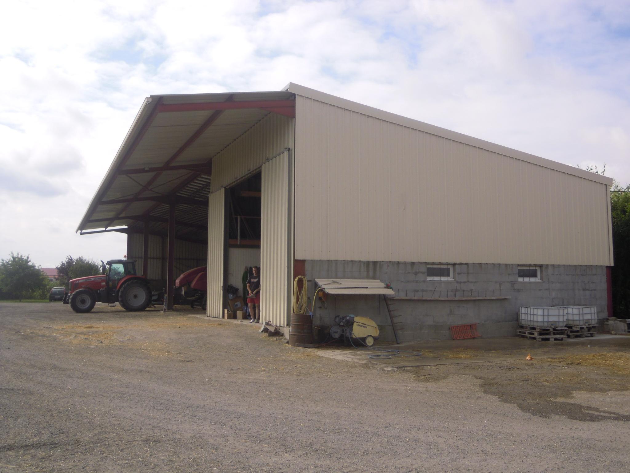 Bâtiment de stockage avec panneaux photovoltaïques